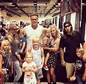 tattoo expo los angeles 2015 tori spelling boasts about family day out at body art expo