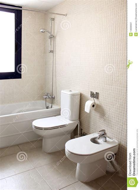 bidet bad badkamers met badtoilet en bidet royalty vrije stock