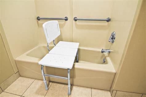 siege baignoire handicap si 232 ge de baignoire mod 232 les et crit 232 res d achat ooreka
