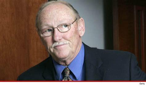 jackson y tom ha muerto el fiscal que perseguia a michael jackson