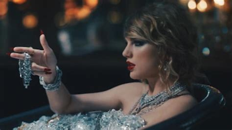 the ring bathroom scene taylor swift look what you made me do music video throws
