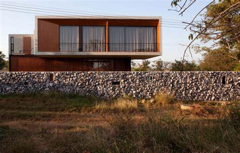 desain pagar batu alam minimalis terbaru renovasi rumahnet