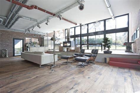 Garage Style Homes esprit loft industriel dans une maison contemporaine