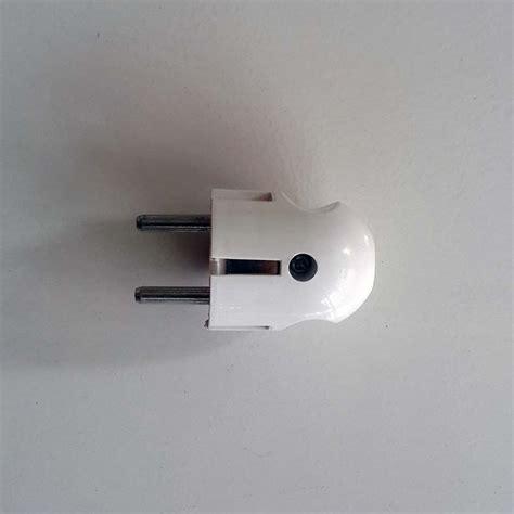 Engsel Jendela Hpp 3 150gr steker t colokan listrik dengan tombol on