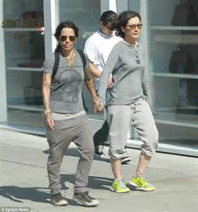 linda perry and joe perry related sara gilbert and linda perry s wedding included the entire