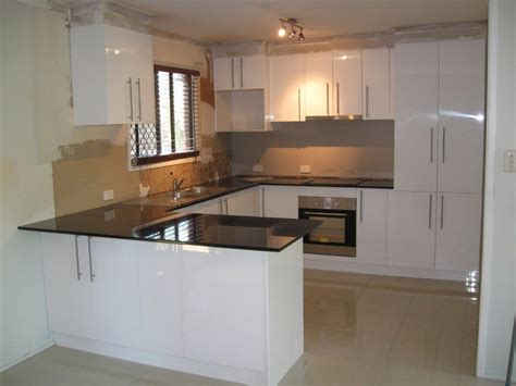kitchen wall paint colors with cream cabinets what worktop goes with cream kitchen kitchen wall paint