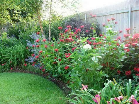 Backyard Flower Bed Ideas Gardening Landscaping Flowers Garden Design Ideas Flower Gardens Backyard Landscape Ideas