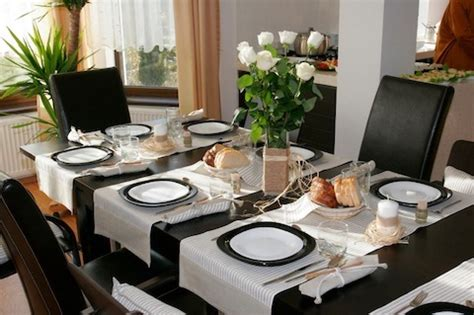 how to decorate dining table when not in use ask it what s the best way to decorate a dinner table