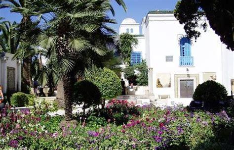 une pétition contre la vente de propriétés de l'ambassade