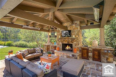 Bbq Backyard Ideas by Backyard Coverd Bbq Fireplace Backyard Ideas