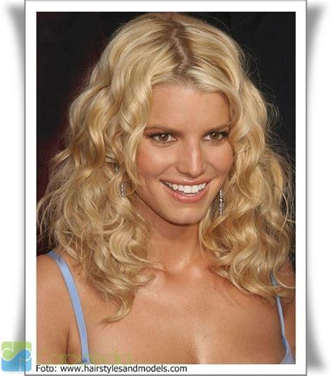 Pelembab Rambut Keriting model rambut keriting mode fashion carapedia