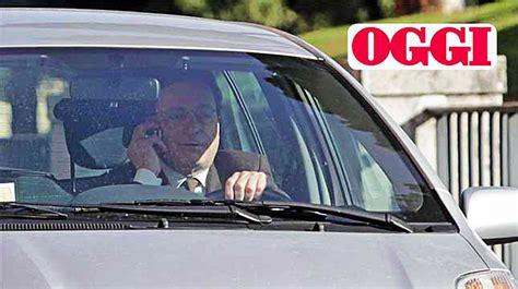 governatore della centrale europea mario draghi alla guida senza cintura n 232 auricolare