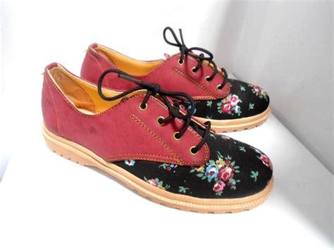 jual sepatu wanita cewe sport shoes kets floral docmart