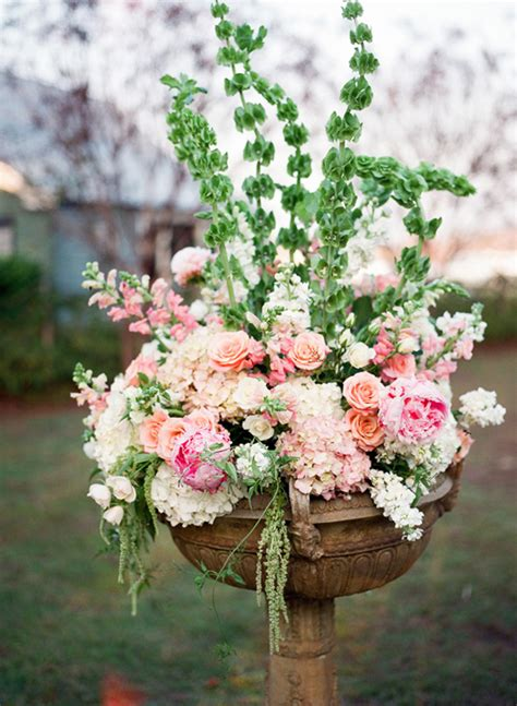 Wedding Ceremony Flowers by 10 Worthy Flower Arrangements For Your Wedding