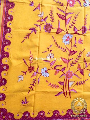Kain Batik Kembang Kratonan Pri136 Bahan Katun Primisima jual kain batik tulis motif kembang pink latar kuning thebatik co id