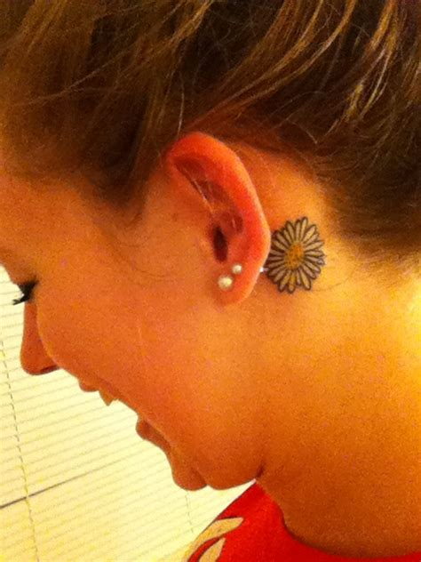daisy tattoo behind ear 46 best images about best friend tattoos on pinterest