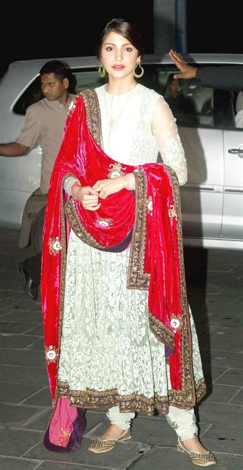 Sharma Dress anushka sharma in a velvet dupatta along with