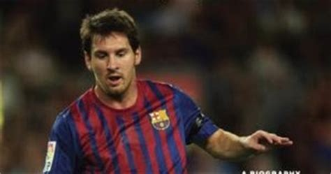 messi a biography by leonardo faccio summary world football commentaries book review quot messi quot by