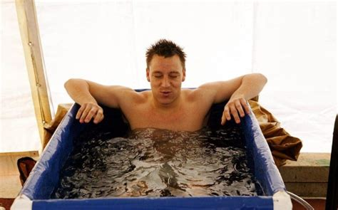 Menurunkan Lemak mandi ais boleh menurunkan lemak dengan cepat betul ke maskulin