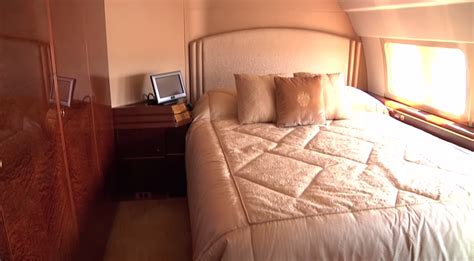 donald trump bedroom donald trump s boeing 757 airliner turned private jet