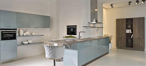 Supérieur Quelle Couleur Pour Ma Cuisine #4: Cuisine-Bleu-pale-bois-Quelle-couleur-choisir-pour-r%C3%A9novation-stahlblau.jpg