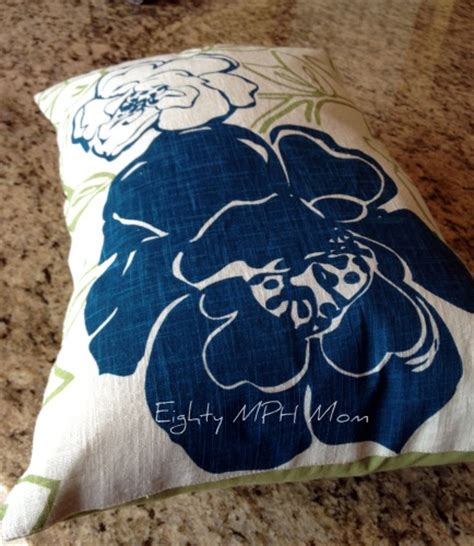make your own decorative pillows out of placemats