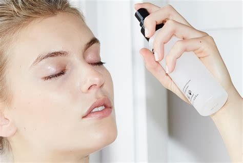 Makeup Forever Mist And Fix makeup forever mist fix setting spray review makeup