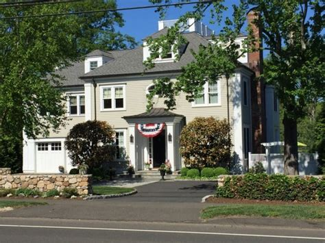 new canaan homes for sale