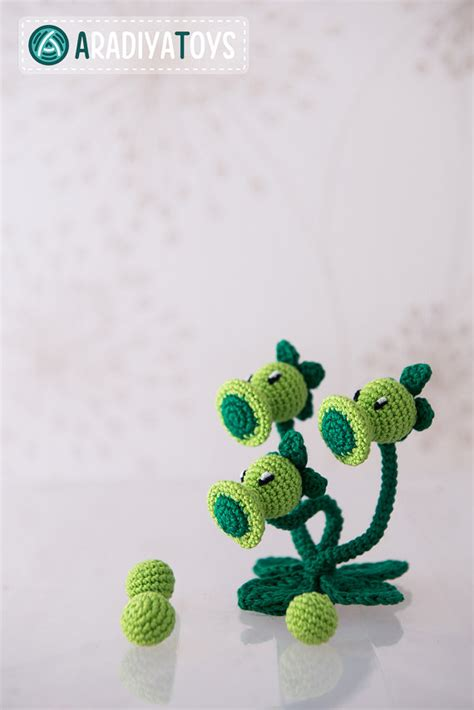 tutorial plants vs zombie crochet pattern of threepeater from plants vs zombies by