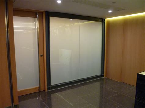 Fenster Sichtschutzfolie Elektrisch by Schaltbares Glas Dimmbare Folie Fenster Schaltbar
