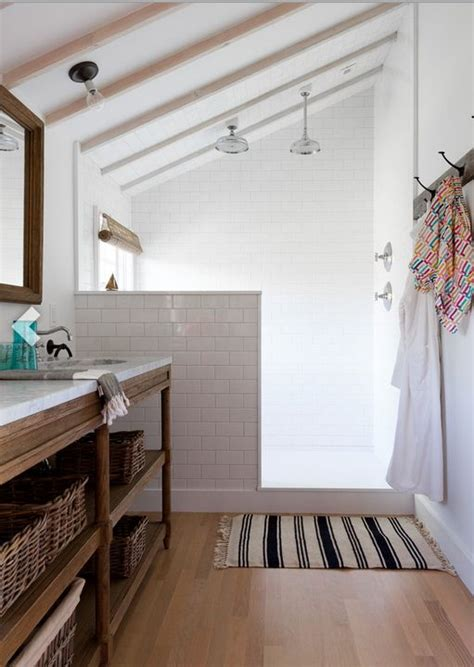 fixer narrow bathroom best 25 narrow bathroom ideas on narrow