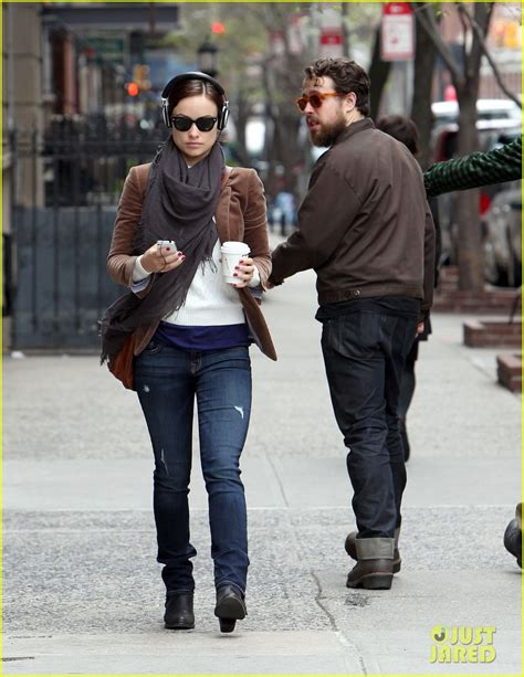 olivia wilde coffee run with paco 04 view image olivia wilde coffee music in nyc photo 2848783