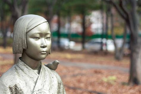 south korean comfort women japan and south korea agree on new irrevocable quot comfort