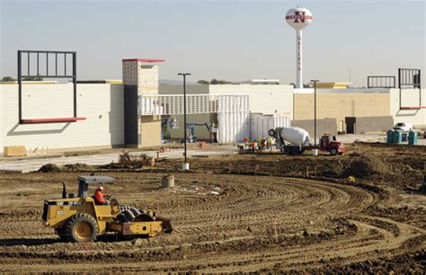 outlet mall lincoln ne photos nebraska crossing outlet mall nears completion