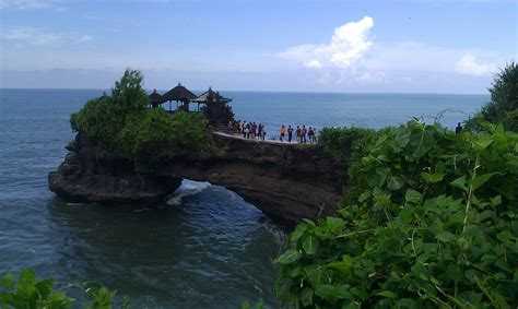 tanah lot temple  guide  visiting   blissful place