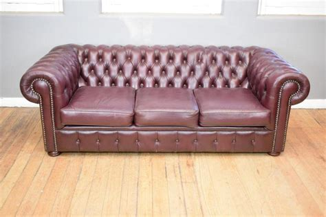 burgundy chesterfield sofa a chesterfield burgundy leather three seat sofa
