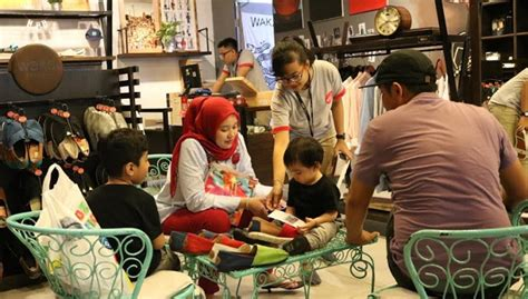 Sepatu Wakai Grand Indonesia ada diskon 50 persen di wakai store padang portal berita singgalang