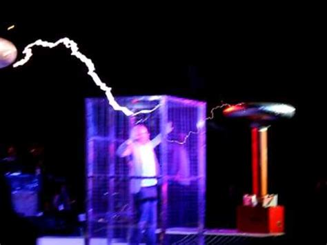 Tesla Coil Doctor Who Adam Savage Does Arcattack Dr Who Theme Maker Faire