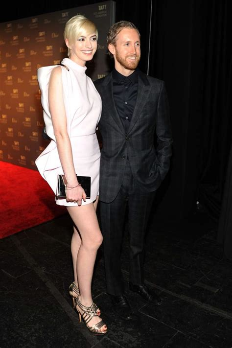 anne hathaway and husband adam shulman step e online adam shulman anne hathaway s husband 5 facts you need to