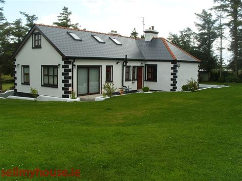 Cottages In East by Lakeside Cottage At Killawalla East Cottage For Sale