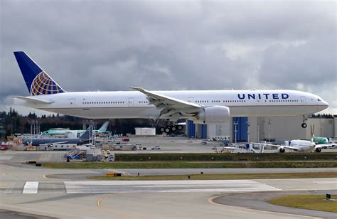 united airlines returns to paine field with new services airways united airlines 777 n2846u at paine field