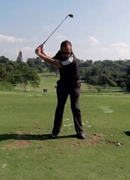 relaxed golf swing 3 reasons why relaxing will get you a better looking golf