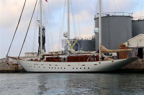 yacht xarifa sailing yacht xarifa ex xarifa radiant l 180 oiseau blanc