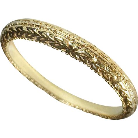 18k yellow gold band ring embossed pattern from bejewelled