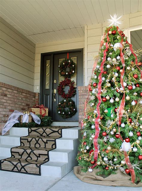 27 Front Door Christmas Decorating Ideas Feed Inspiration How To Decorate Front Door