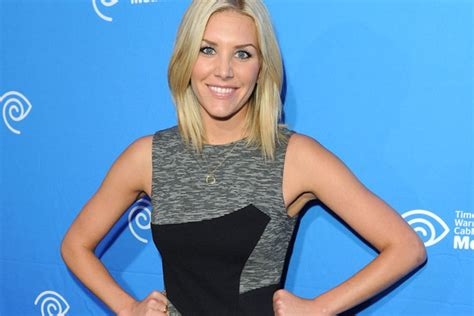 extra host bob haircut extra host charissa thompson new haircut