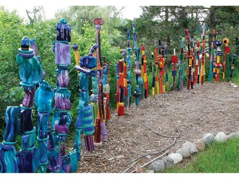 Garden Totems: 28 Design Ideas in Glass, Ceramic, Mosaic