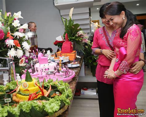 Baju Pesta Fuschia dress code serba fuschia di pesta ultah rossa ke 36 tahun kapanlagi