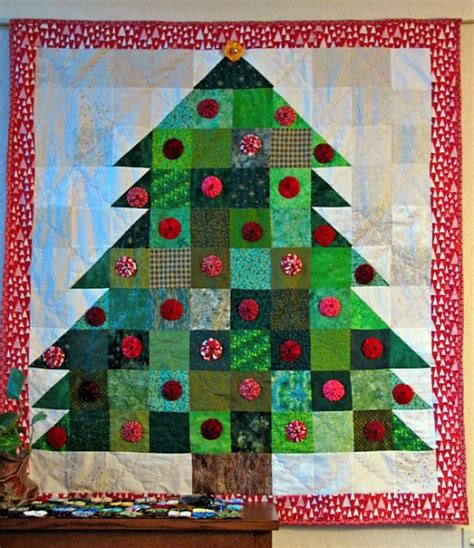 images of christmas quilts 40 mind blowing christmas quilts to own all about christmas