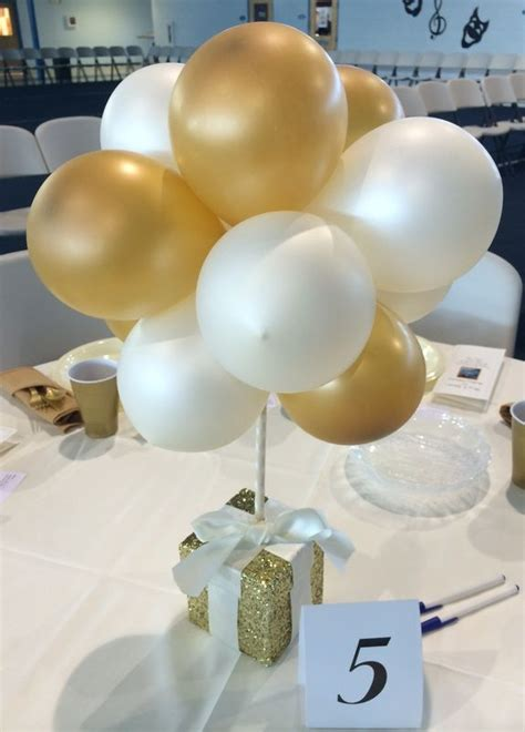 small centerpiece ideas 25 best ideas about balloon centerpieces wedding on